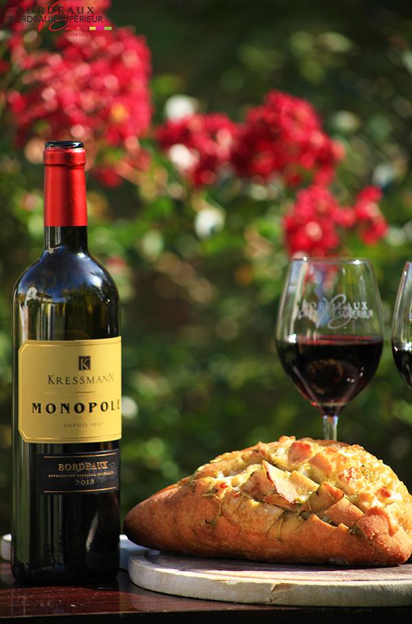 Pain Gourmand et Bordeaux Rouge
